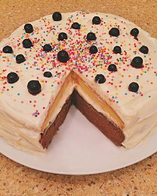Сливочно-шоколадный торт с клубничной пропиткой
